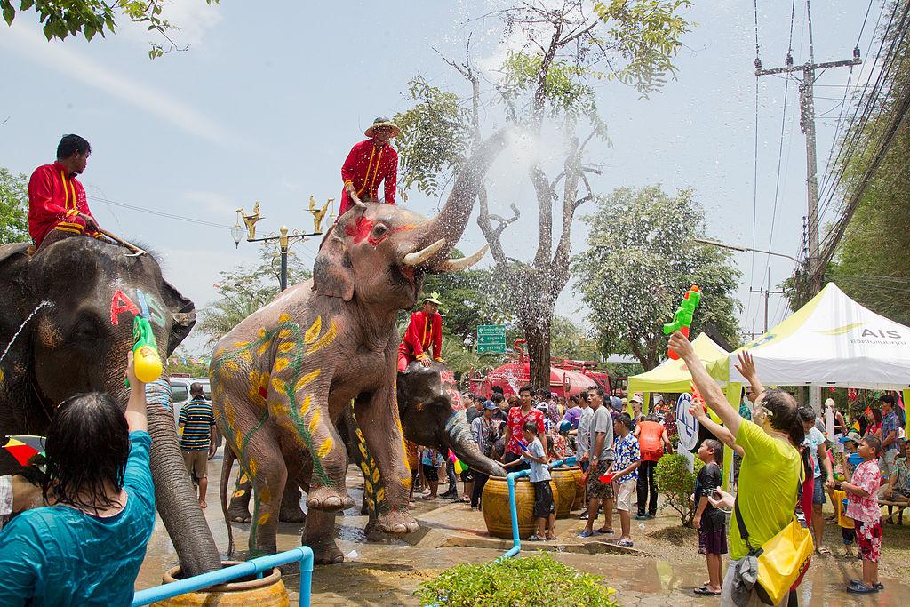 1024px-Songkran_12_-_Ayutthaya