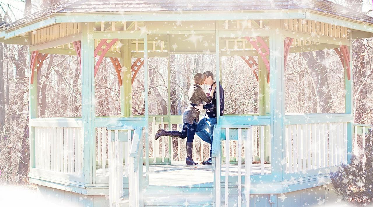 Gazebo-Snow-Happiness-Kissing-Couple-Winter-570903-crop