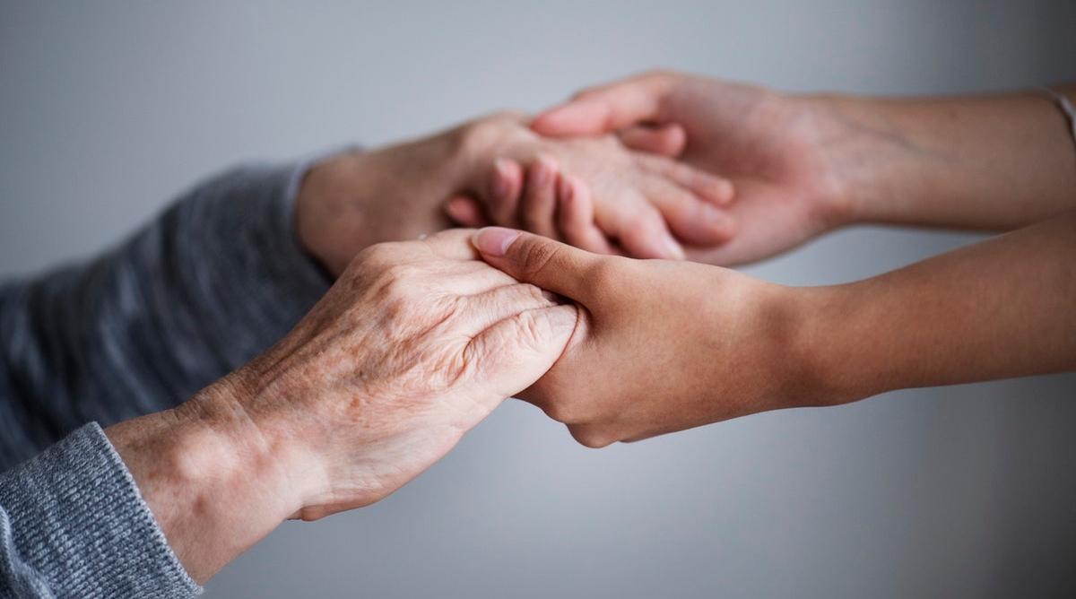超高齡社會下的長照危機:安養費付不起乾脆辭職盡孝,10年後淪下一代下流老人?