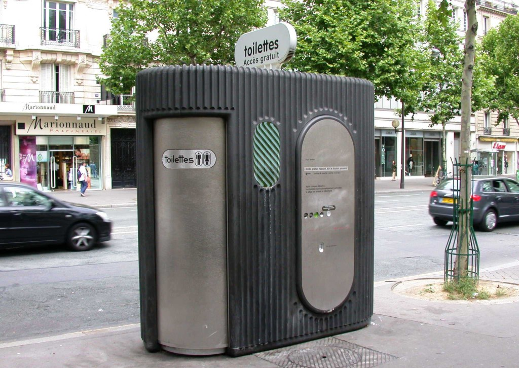 Street_toilet_Paris_France-4084787771-1531221340923