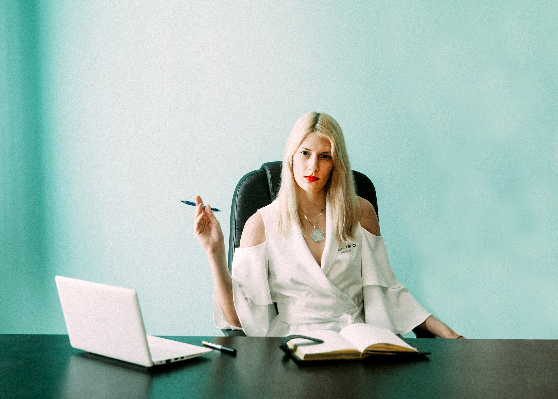 business-woman-3627087_1920