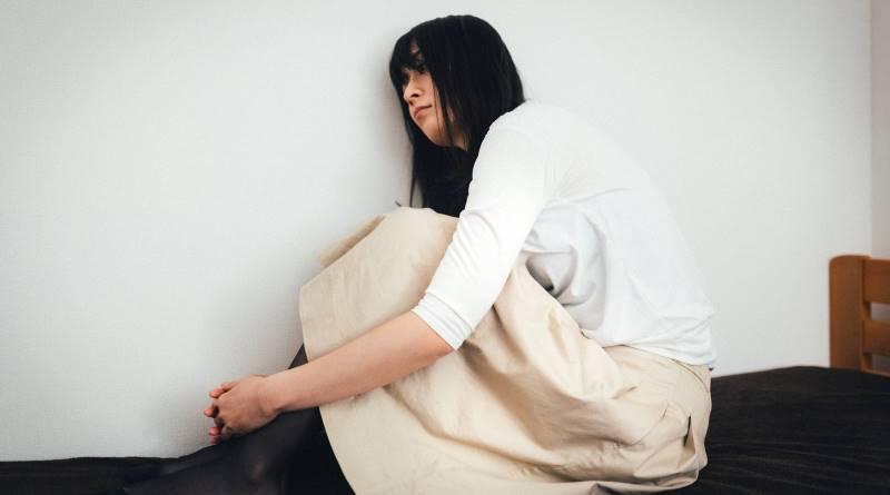 在家「躺屍」、不工作、0社交...為什麼現在年輕人不想上班?