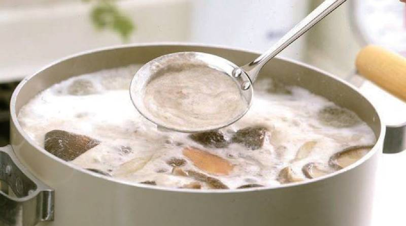 火鍋上的浮沫要撈掉嗎?對身體不好嗎? 其實撈掉反而浪費